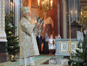 Patriarch Kirill (L) leads a Christmas service attended by Prime Minister Dmitry Medvedev (2nd L) in the Cathedral of Christ the Saviour in Moscow January 7, 2013.Credit: Reuters/Alexander Astafyev/RIA Novosti/Pool